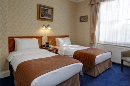 swiss-cottage-hotel-bedrooms-21-83650